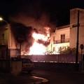 Camper a fuoco a Casamassima, panico in via Don Minzoni