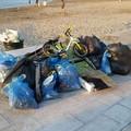 Spiaggine e una bici tra i rifiuti sul nuovo  Waterfront a Bari