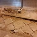 Via Manzoni, i lavori riportano alla luce le antiche basole dell'ottocento