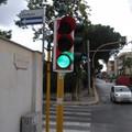 """Bari, arrivano semafori  """"intelligenti """" su 81 incroci. Decaro: «Intervento contro inquinamento»"""