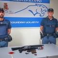 Bari, in moto con kalashnikov e fucile a pompa cerca di sfuggire ai poliziotti: arrestato 28enne