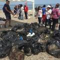 Santo Spirito, via i rifiuti dalla spiaggia grazie a Retake Bari