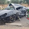 Incidente sulla Cozze-Conversano, una Porsche finisce fuori strada