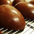 Cioccolato scaduto per le uova di Pasqua, sequestri a Bari