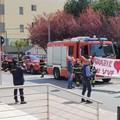 Coronavirus, l'omaggio dei vigili del fuoco ai medici del Policlinico di Bari