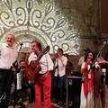 Panzerotti, birra e lo show con Toni Santagata. I 60 anni di Emiliano a Bari vecchia