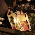 Bari, le fioriere di corso Cavour invase dai rifiuti