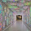 Un tunnel di luci simbolo di Puglia accoglie i turisti in aeroporto a Bari
