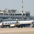 Aereo colpito da un fulmine, notte in aeroporto per i passeggeri del Bari-Londra di Ryanair