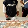 Monopoli, sorpreso con 2 dosi di cocaina e 1600 euro in contanti: arrestato 44enne