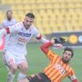 Il Bari perde ancora, lo scontro diretto va al Catanzaro: 2-0 al Ceravolo