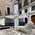 Bari, sfregiata la colonna infame in piazza Mercantile