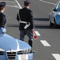 Controlli della stradale, 30enne della Puglia trovato con 1 kg di droga