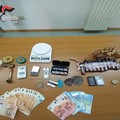 Carabinieri ritrovano droga e botti illegali: un arresto e una denuncia nel barese