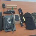 Conversano, nasconde munizioni e teaser in casa: denunciato
