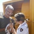 Gattino intrappolato in un bidone a Noicattaro, salvato