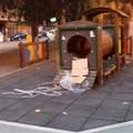 Piazza Umberto a Bari invasa dai rifiuti, gli incivili non vanno in vacanza