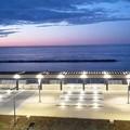 """Bari, una cena in bianco per  """"inaugurare """" il waterfront? È polemica"""