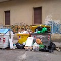 Bari, via De Nicolò è una discarica