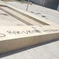 """Bari, sulla fontana di piazza Europa alcune scritte  """"sbagliate """""""