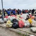 La spiaggia di Bari è una discarica, Retake raccoglie 640 kg di rifiuti