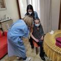 Vaccino anti-Covid per Anna e Teresa, nonnine di 103 anni