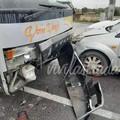 Scontro tra un pullman e tre auto, tre feriti in provincia di Bari