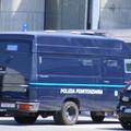 Tribunale di Bari, il detenuto perde le staffe durante l'udienza. Sei agenti in ospedale