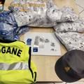 Porto di Bari, sequestrate 20mila etichette per abbigliamento di marchi contraffatti