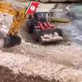 Monopoli, materiale calcareo scaricato in mare durante lavori: scatta il sequestro