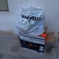 Bari, rifiuti di ogni tipo nei carrellati condominiali, la protesta dei cittadini
