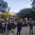 Piazza Umberto a Bari si colora di arcobaleno per dire che: «L'omofobia è un crimine di odio»