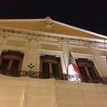 Violenza sulle donne, in Comune bandiera a mezz'asta e concerto all'Officina degli Esordi