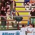Cade esultando al goal del Bari. Paura per un tifoso biancorosso a Locri