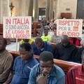 Bari, braccianti agricoli protestano nella Basilica di San Nicola