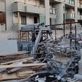Deposito di rifiuti pericolosi all'aperto a Carbonara, scatta il sequestro