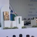 """L'Angelus di Bergoglio da Bari:  """"Amate i vostri nemici """""""