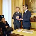 Il Comune di Bari consegna una targa all'ex calciatore biancorosso Angelo Carbone