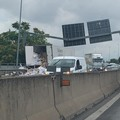 Camion contro il guardrail sulla SS100, code in entrambe le direzioni
