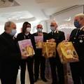 Solidarietà, dalla polizia locale di Bari 140 pacchi natalizi per famiglie in difficoltà