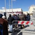 Caos vaccini, code a Bari mentre a Polignano appello a recarsi all'hub