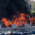 Bari, paura in centro: autobus Amtab a fuoco davanti al Margherita