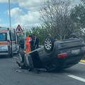 Auto si ribalta tra Bari e Bitritto, ferito il conducente