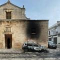 Casamassima, auto in fiamme nella notte, danneggiata la Chiesa del Rosario