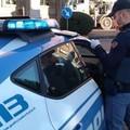 Fermato per un controllo, minaccia i poliziotti. Arrestato
