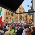 Dalla Puglia a Roma per protestare contro il governo. Il centrodestra: «Voto subito»