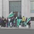 I precari della sanità pugliese protestano sotto la Regione: «Vogliamo risposte certe»