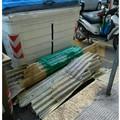 Bari, pannelli abbandonati per strada in via Pasubio vicino al cassonetto