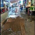 Bari, piove nei box del mercato coperto