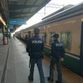 Girava per la stazione di Bari con 15 dosi di marijuana, denunciata 20enne